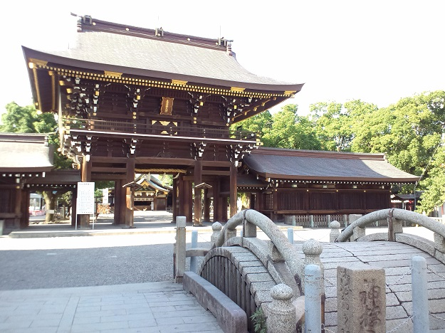 Masumida_Shrine_-_Romon2