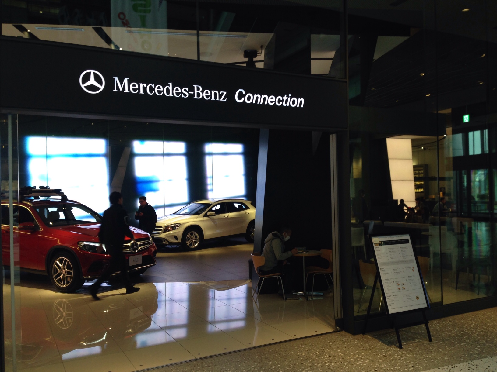 Mercedes-Benz Connection(梅田/カフェ)