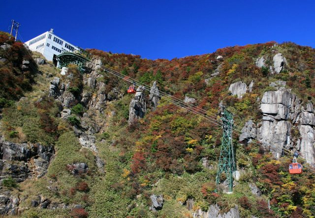 1280px-Gozaisho_Ropeway_and_Station_in_top