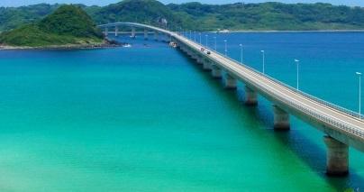 一度は訪れたい「角島大橋」(山口県下関市)