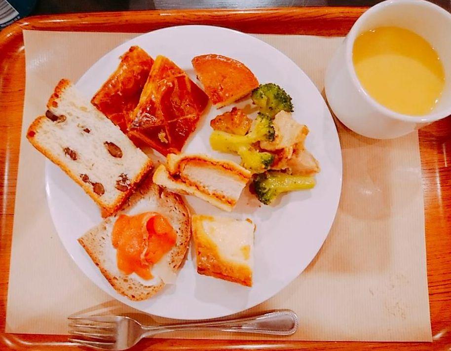 サンドッグイン神戸屋(中央区八重洲/パン)