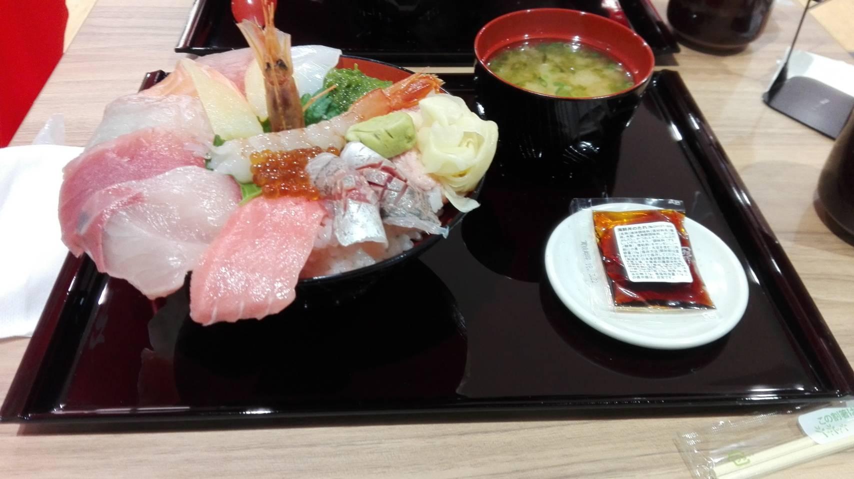 魚魚彩(神戸市/海鮮丼)