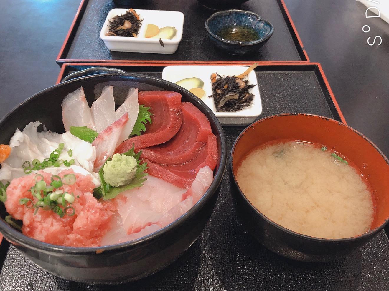 巷で話題の海鮮丼(静岡清水港/海鮮)