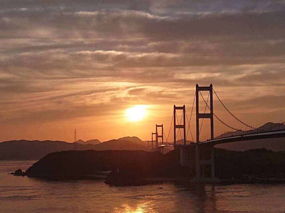 【今治店】来島海峡大橋の朝焼け