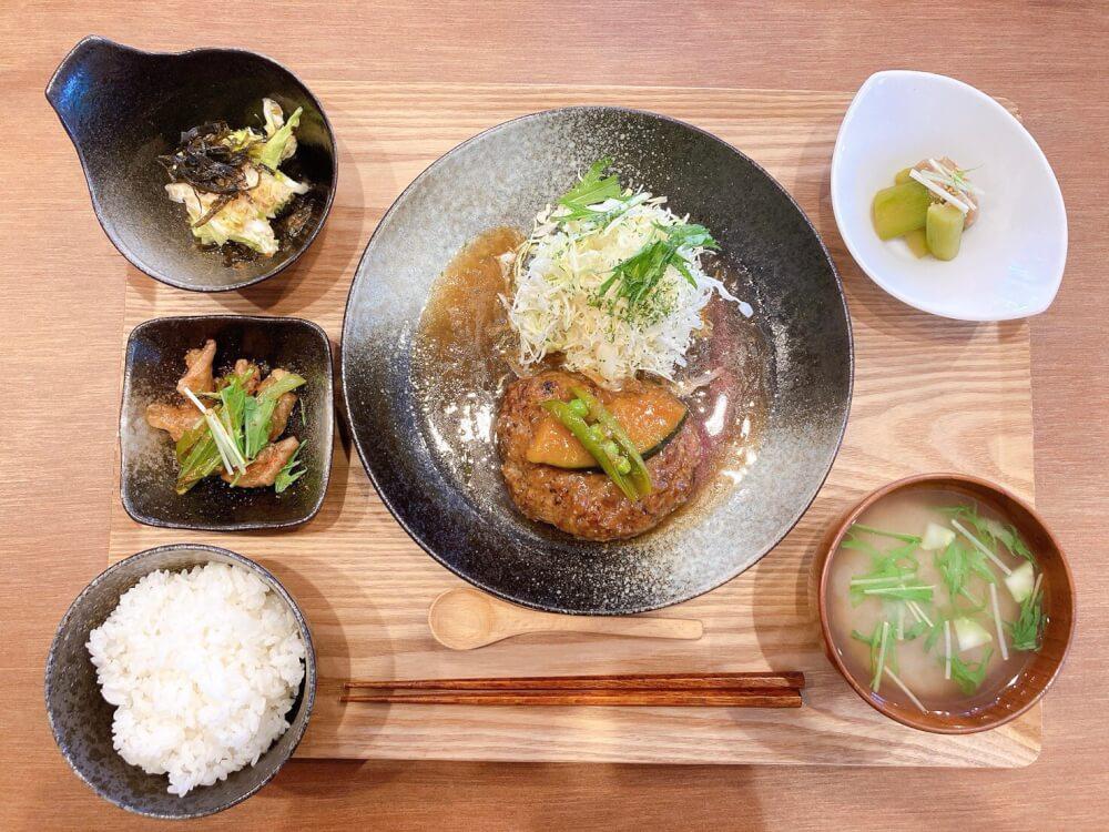 【松山市駅店】食堂 めしや