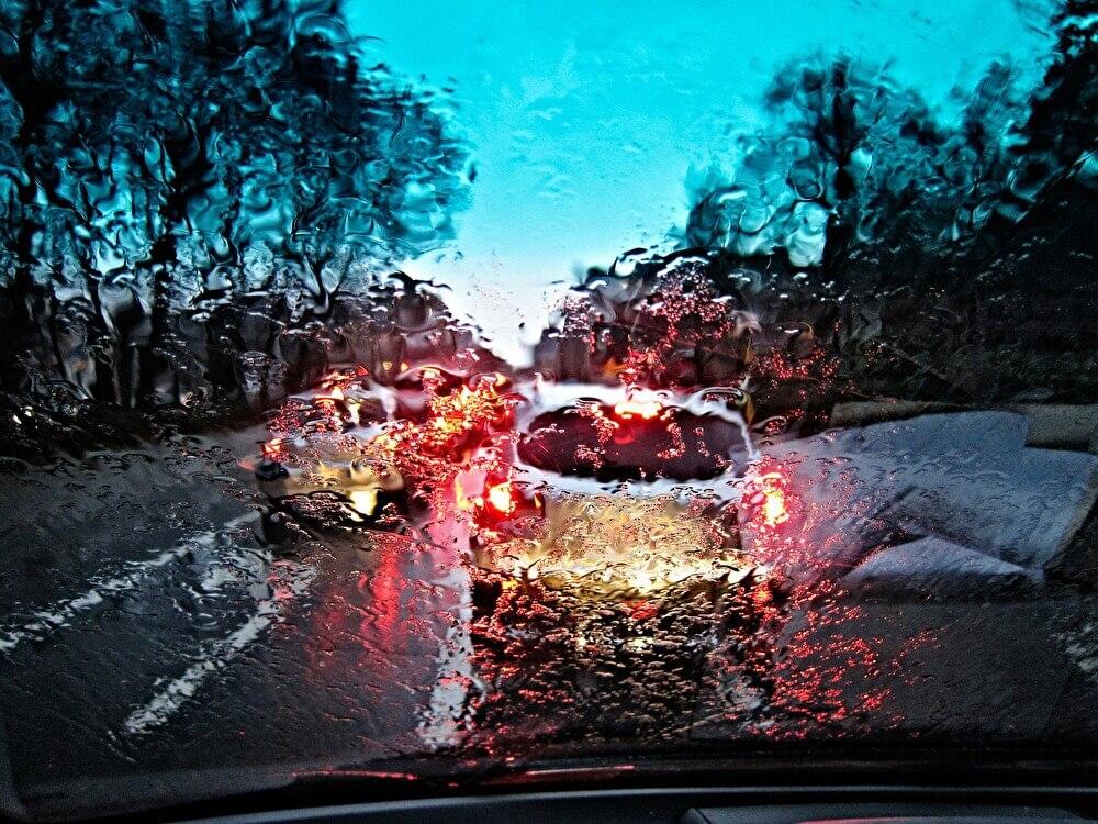 雨の日のスリップ事故に注意!